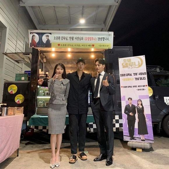 Kim Soo Hyun chứng tỏ: Mặt đẹp dáng cao, đi dép lê cũng vẫn lãng tử-3