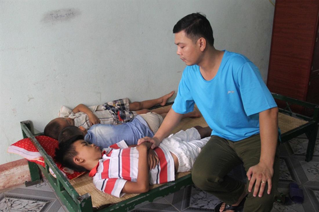 Nghi vấn 3 bé trai Nghệ An bị bắt cóc khi chỉ đường cho lái xe bán tải-1