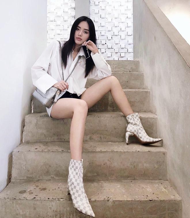 Đôi boots 14 triệu có gì đặc sắc mà từ Tóc Tiên, Thiều Bảo Trâm đến Khánh Linh đều mê mệt-1