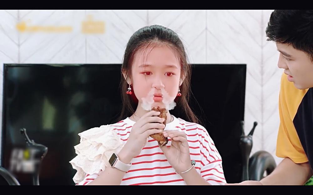 Học trò Diệu Nhi lấy mắm tôm để trị thói giành ăn của em gái trong tập 77 Gia đình là số 1-3