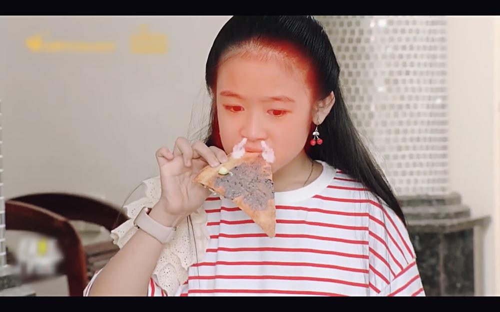 Học trò Diệu Nhi lấy mắm tôm để trị thói giành ăn của em gái trong tập 77 Gia đình là số 1-5