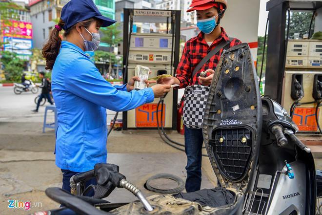 Giá xăng tiếp tục tăng mạnh từ 17h chiều nay-2