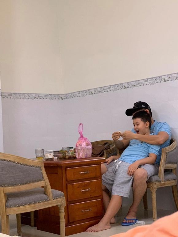 Nhìn loạt ảnh này giữa con trai Lê Phương và chồng trẻ - ai dám nghĩ là con riêng và bố dượng-4