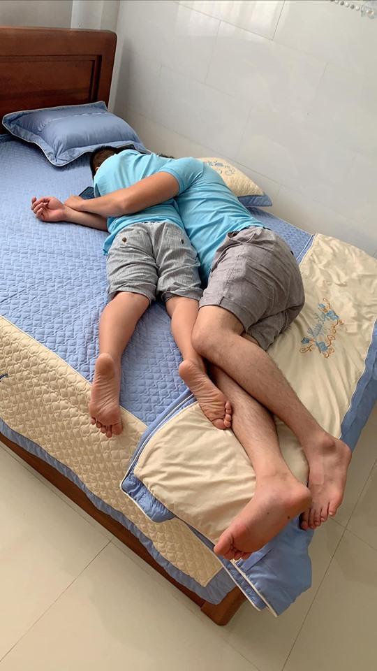 Nhìn loạt ảnh này giữa con trai Lê Phương và chồng trẻ - ai dám nghĩ là con riêng và bố dượng-7