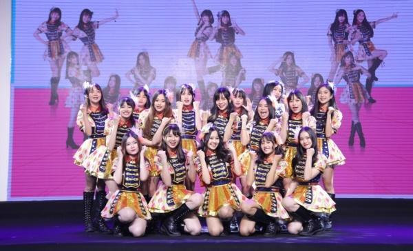 Hit quốc dân của Nhật Bản chính thức được nhóm nhạc đông thành viên nhất Việt Nam chuyển thể-1