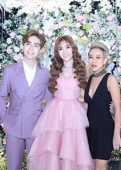 Trang điểm mặt trắng bóc trong đám cưới, Thu Thủy và chồng kém 10 tuổi bị ví như 2 tượng sáp-6
