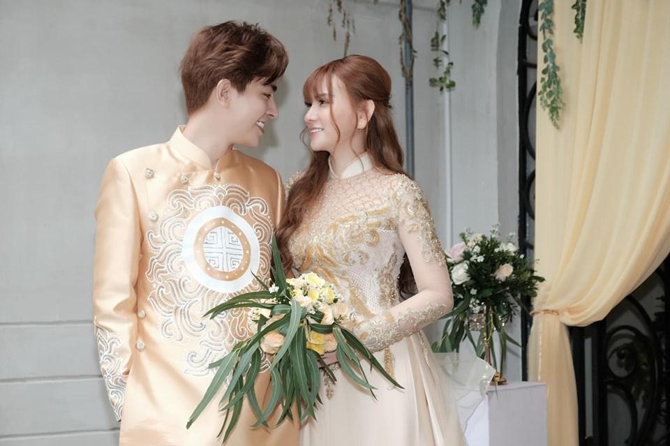 Trang điểm mặt trắng bóc trong đám cưới, Thu Thủy và chồng kém 10 tuổi bị ví như 2 tượng sáp-9