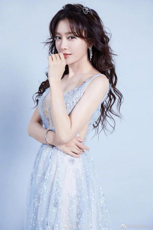 Nhìn gương mặt và dáng vóc này, ai nghĩ Phú Sát Hoàng hậu Tần Lam đã bước sang tuổi 38-4