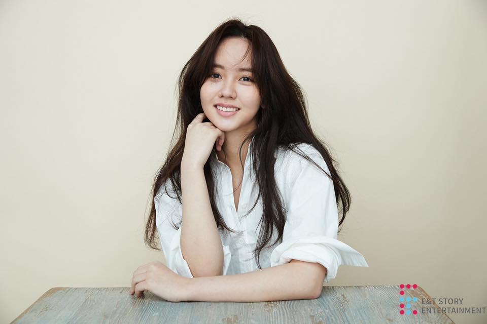Người hâm mộ lo lắng nghe tin em gái mưa Kim So Hyun bị ngã ngựa khi đang quay phim-1