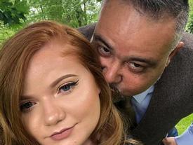 Cặp đôi đi đâu cũng bị gọi là '2 bố con', cách đáp trả của cô gái trẻ 21 tuổi khiến nhiều người ngỡ ngàng