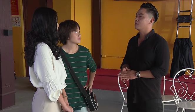 Ông Sơn bắt quả tang Vũ đang ôm ấp Nhã trong tập 69 Về Nhà Đi Con-2