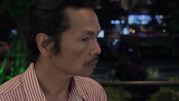 Ông Sơn bắt quả tang Vũ đang ôm ấp Nhã trong tập 69 Về Nhà Đi Con-4