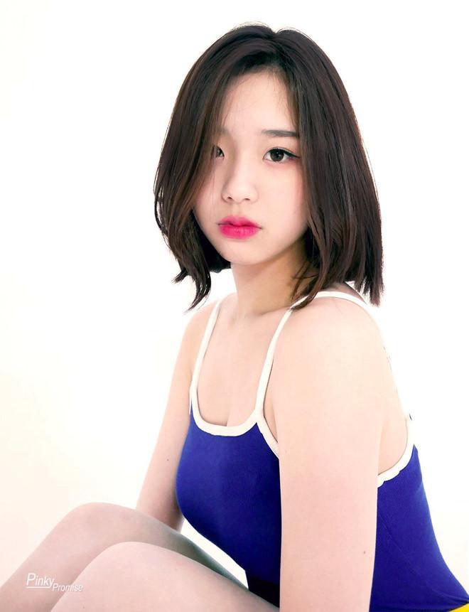 Nữ ca sĩ 14 tuổi bị khán giả chỉ trích mặc đồ hở hang-4