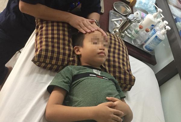 Bé trai 8 tuổi liệt mặt, méo miệng do thói quen dùng điều hoà sai cách-2