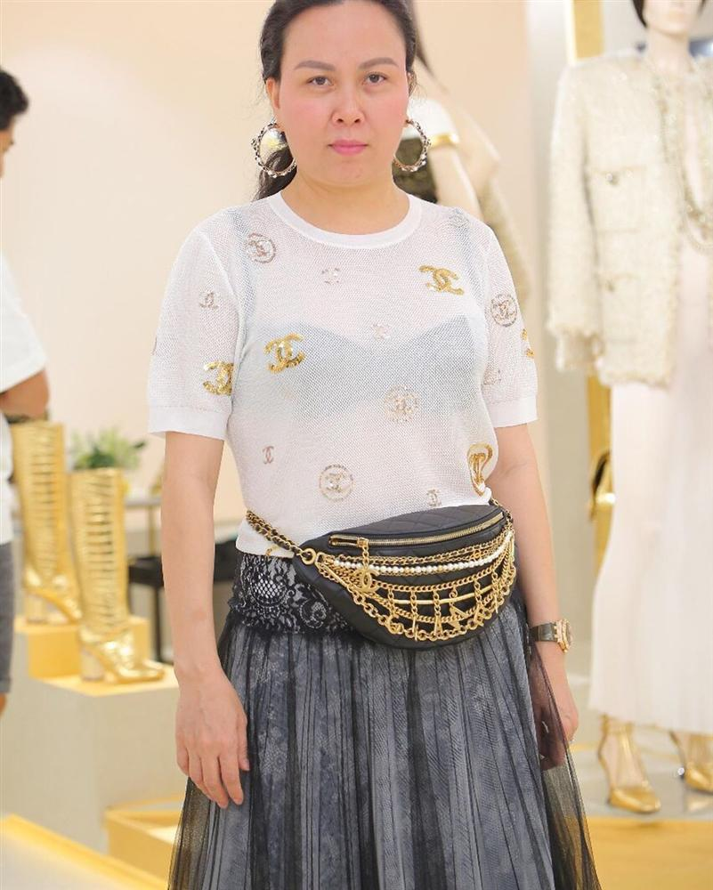 Âm điểm thanh lịch với kiểu ăn mặc của Phượng Chanel: Mặc áo mà như không, rõ mồn một cả nội y lẫn ngực-3