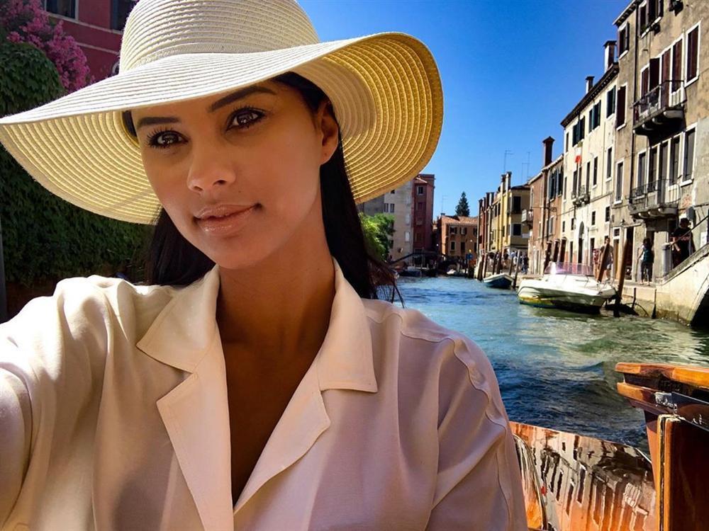 Bản tin Hoa hậu Hoàn vũ 19/7: Bà bầu Australia đẹp tựa nữ thần, chặt cả HHen Niê tới nguyên dàn mỹ nữ tuyệt sắc-10