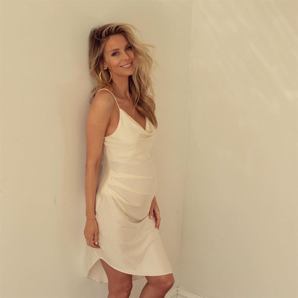Bản tin Hoa hậu Hoàn vũ 19/7: Bà bầu Australia đẹp tựa nữ thần, chặt cả HHen Niê tới nguyên dàn mỹ nữ tuyệt sắc-1
