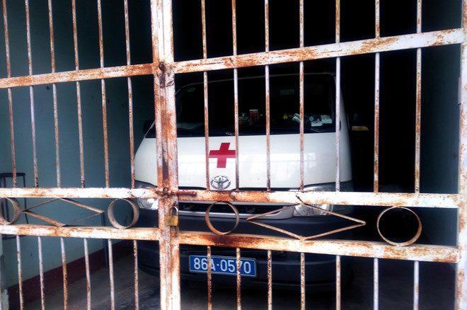 Trên đường cấp cứu, bỏ bệnh nhân xuống đường vào đăng kiểm xe cứu thương-1