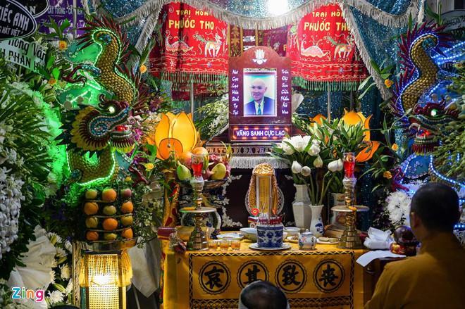Chí Tài, Kiều Oanh và nhiều nghệ sĩ đến viếng biên đạo Hữu Trị-1