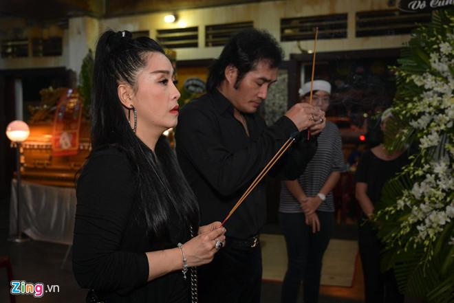 Chí Tài, Kiều Oanh và nhiều nghệ sĩ đến viếng biên đạo Hữu Trị-4