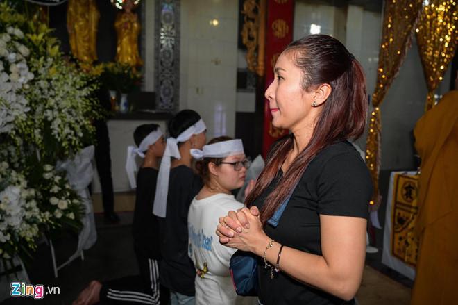 Chí Tài, Kiều Oanh và nhiều nghệ sĩ đến viếng biên đạo Hữu Trị-7