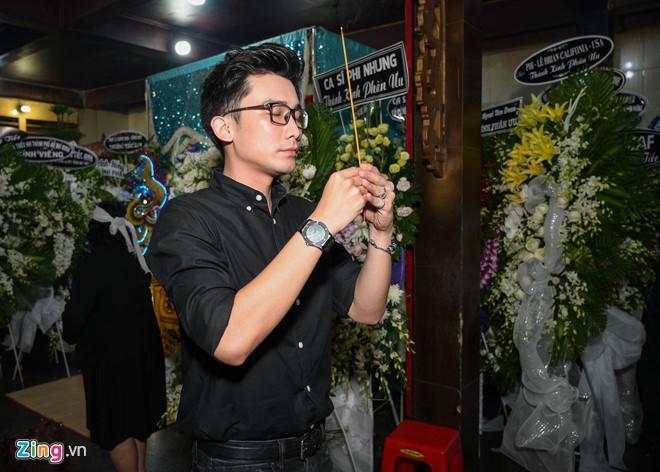 Chí Tài, Kiều Oanh và nhiều nghệ sĩ đến viếng biên đạo Hữu Trị-8