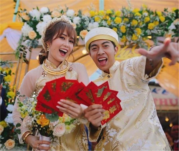 Lấy vợ chưa bao lâu, Cris Phan liên tục khoe ảnh mặc váy và phản ứng gây sốc của bà xã Mai Quỳnh Anh-1
