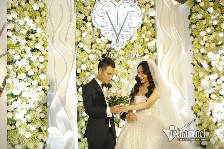Khắc Việt tiết lộ vợ sexy, kiếm tiền giỏi, thu nhập ngoài không thua kém đi hát-2