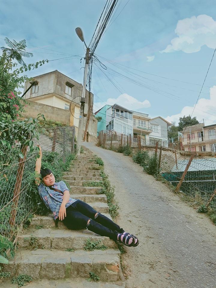 Thanh niên chơi trội chụp bộ ảnh vừa đi chơi vừa ngủ gật tại Đà Lạt không ngờ nhận cơn bão chia sẻ mạng xã hội-3