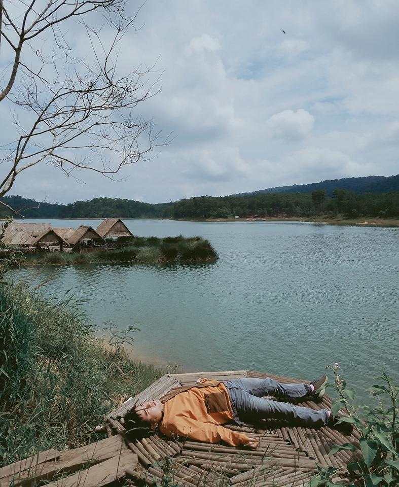 Thanh niên chơi trội chụp bộ ảnh vừa đi chơi vừa ngủ gật tại Đà Lạt không ngờ nhận cơn bão chia sẻ mạng xã hội-5