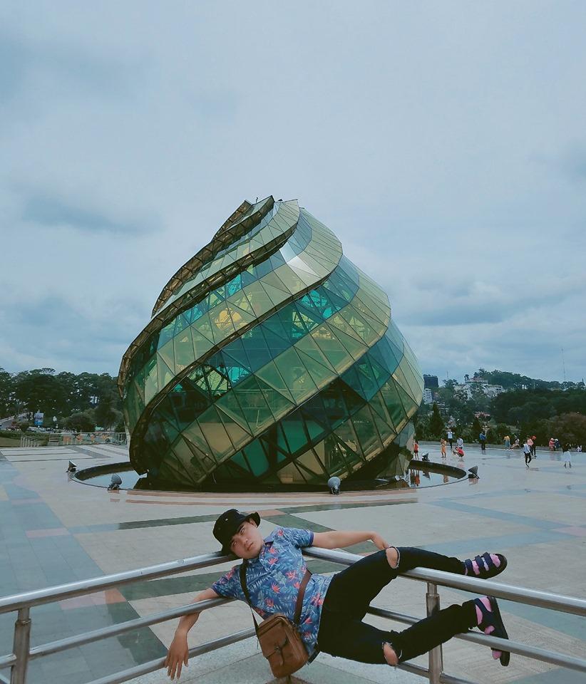 Thanh niên chơi trội chụp bộ ảnh vừa đi chơi vừa ngủ gật tại Đà Lạt không ngờ nhận cơn bão chia sẻ mạng xã hội-6