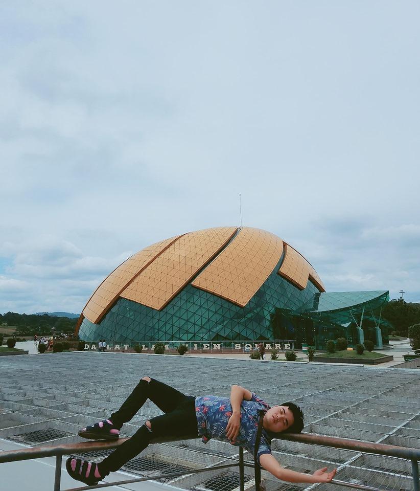 Thanh niên chơi trội chụp bộ ảnh vừa đi chơi vừa ngủ gật tại Đà Lạt không ngờ nhận cơn bão chia sẻ mạng xã hội-7