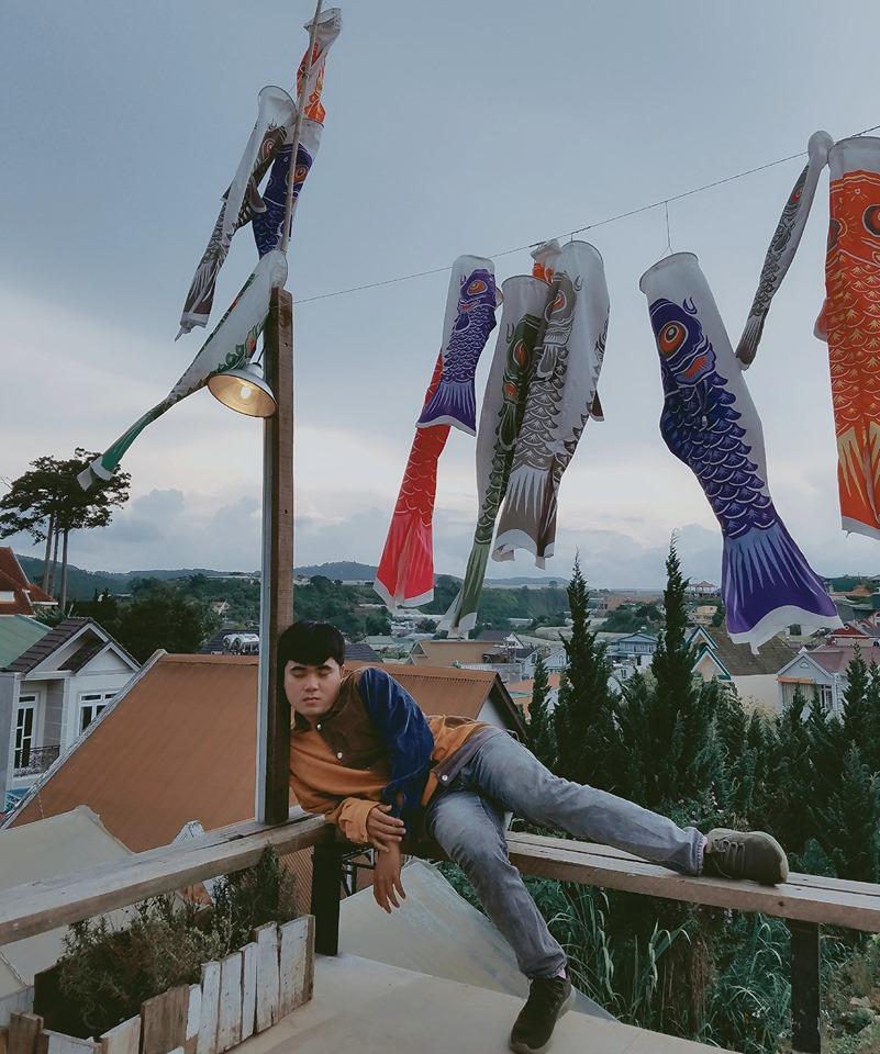 Thanh niên chơi trội chụp bộ ảnh vừa đi chơi vừa ngủ gật tại Đà Lạt không ngờ nhận cơn bão chia sẻ mạng xã hội-10