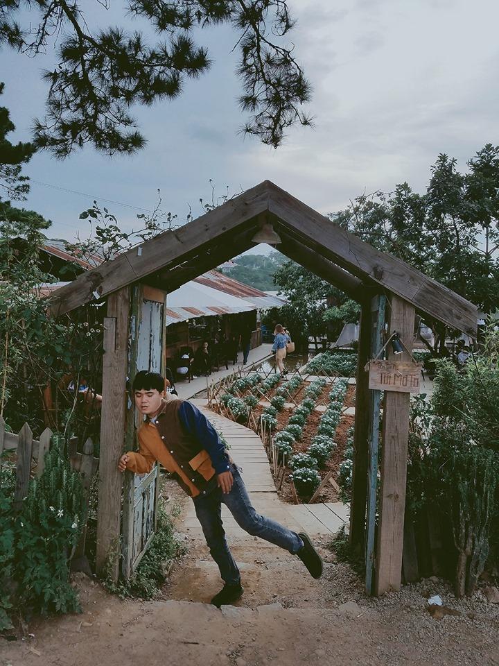 Thanh niên chơi trội chụp bộ ảnh vừa đi chơi vừa ngủ gật tại Đà Lạt không ngờ nhận cơn bão chia sẻ mạng xã hội-20