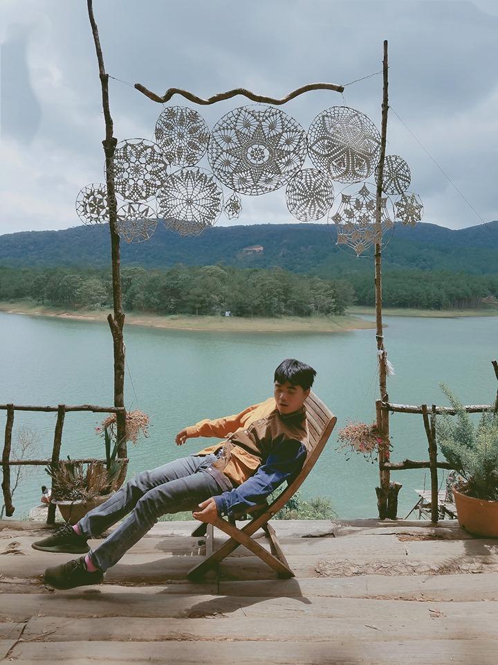 Thanh niên chơi trội chụp bộ ảnh vừa đi chơi vừa ngủ gật tại Đà Lạt không ngờ nhận cơn bão chia sẻ mạng xã hội-17