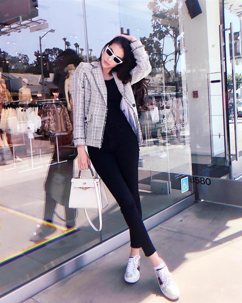 Angela Phương Trinh ăn mặc giản dị, thanh tịnh theo đuổi những khóa tu-6