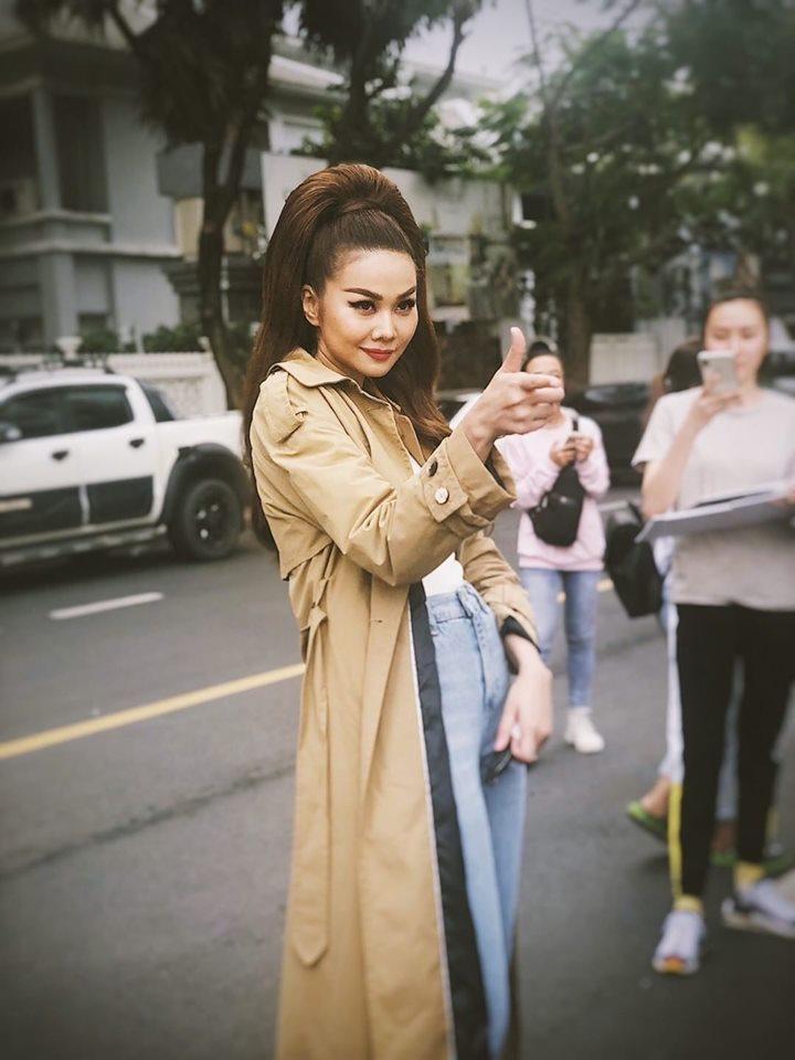 Angela Phương Trinh ăn mặc giản dị, thanh tịnh theo đuổi những khóa tu-8