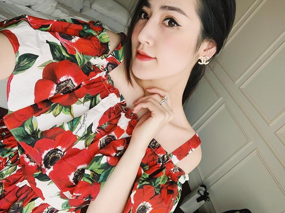 Angela Phương Trinh ăn mặc giản dị, thanh tịnh theo đuổi những khóa tu-10