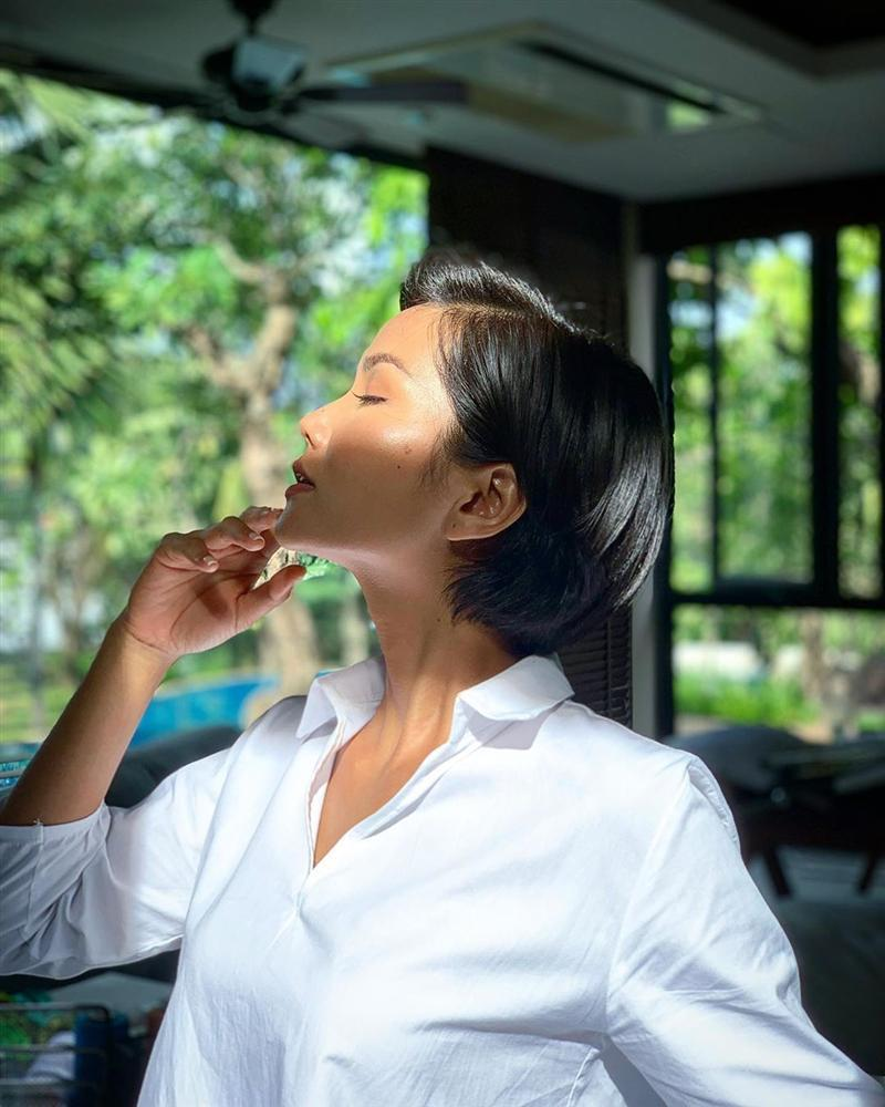 Angela Phương Trinh ăn mặc giản dị, thanh tịnh theo đuổi những khóa tu-11