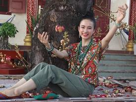Angela Phương Trinh ăn mặc giản dị, thanh tịnh theo đuổi những khóa tu