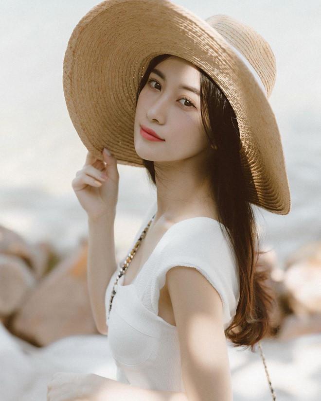 Jun Vũ diện bikini khoe vòng một dao kéo gợi cảm trên biển-4