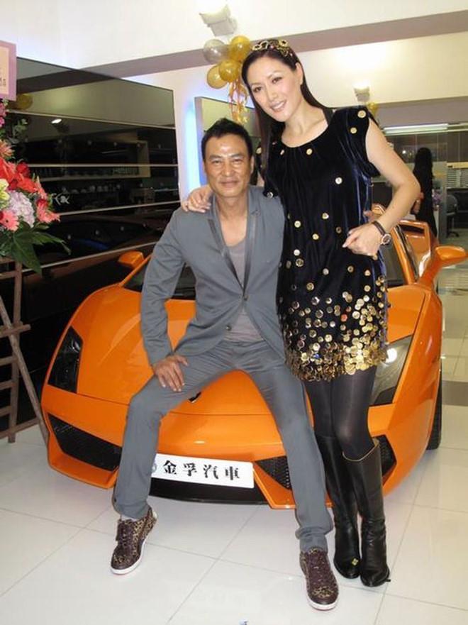Vợ siêu mẫu của Nhậm Đạt Hoa vội bay đến Quảng Đông chăm chồng-1