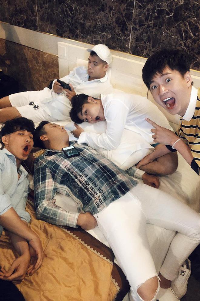 BB Trần dìm hàng Trấn Thành bằng loạt ảnh ngủ xấu ở Running Man-6