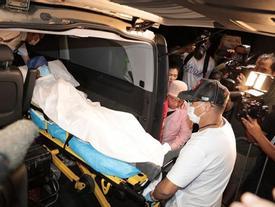 Nhậm Đạt Hoa nằm cáng trở về Hong Kong sau vụ bị đâm ở sự kiện