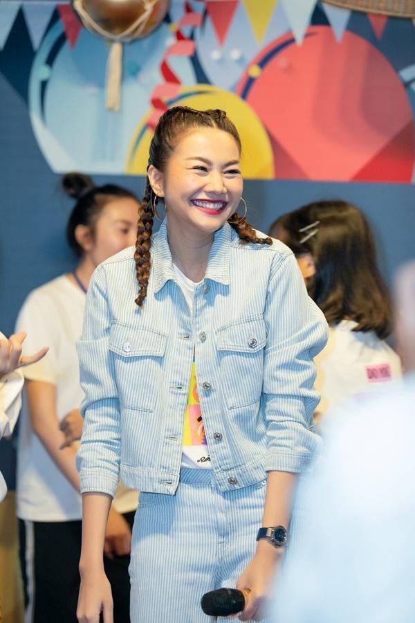 Siêu mẫu Thanh Hằng trổ tài ca hát khiến fans đứng ngồi không yên-2
