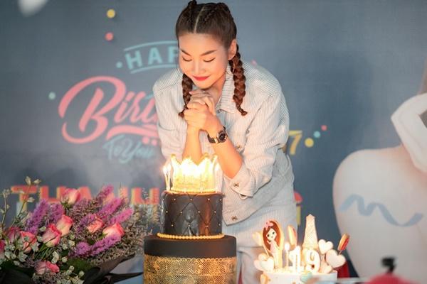 Siêu mẫu Thanh Hằng trổ tài ca hát khiến fans đứng ngồi không yên-3
