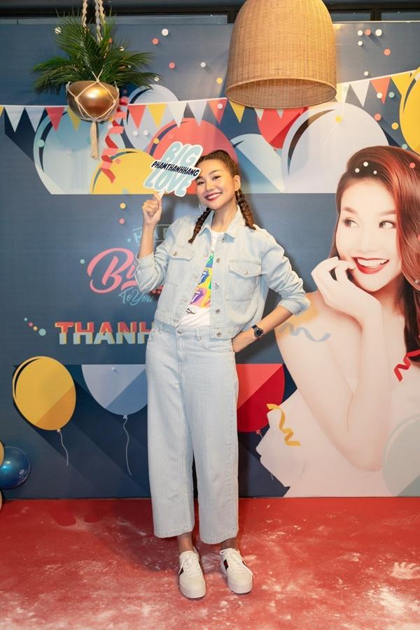 Siêu mẫu Thanh Hằng trổ tài ca hát khiến fans đứng ngồi không yên-6