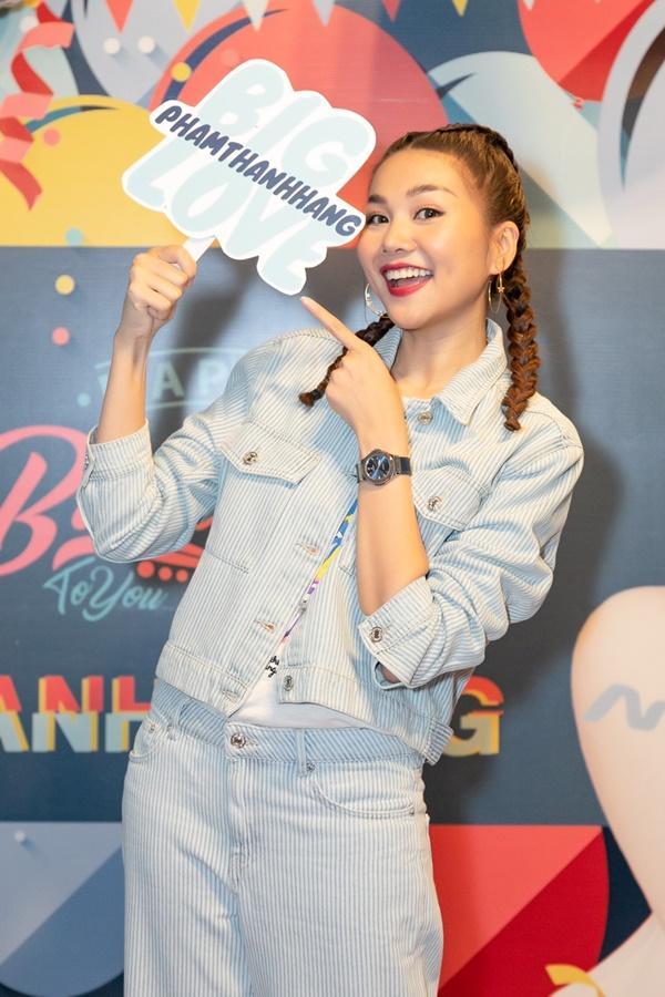 Siêu mẫu Thanh Hằng trổ tài ca hát khiến fans đứng ngồi không yên-8