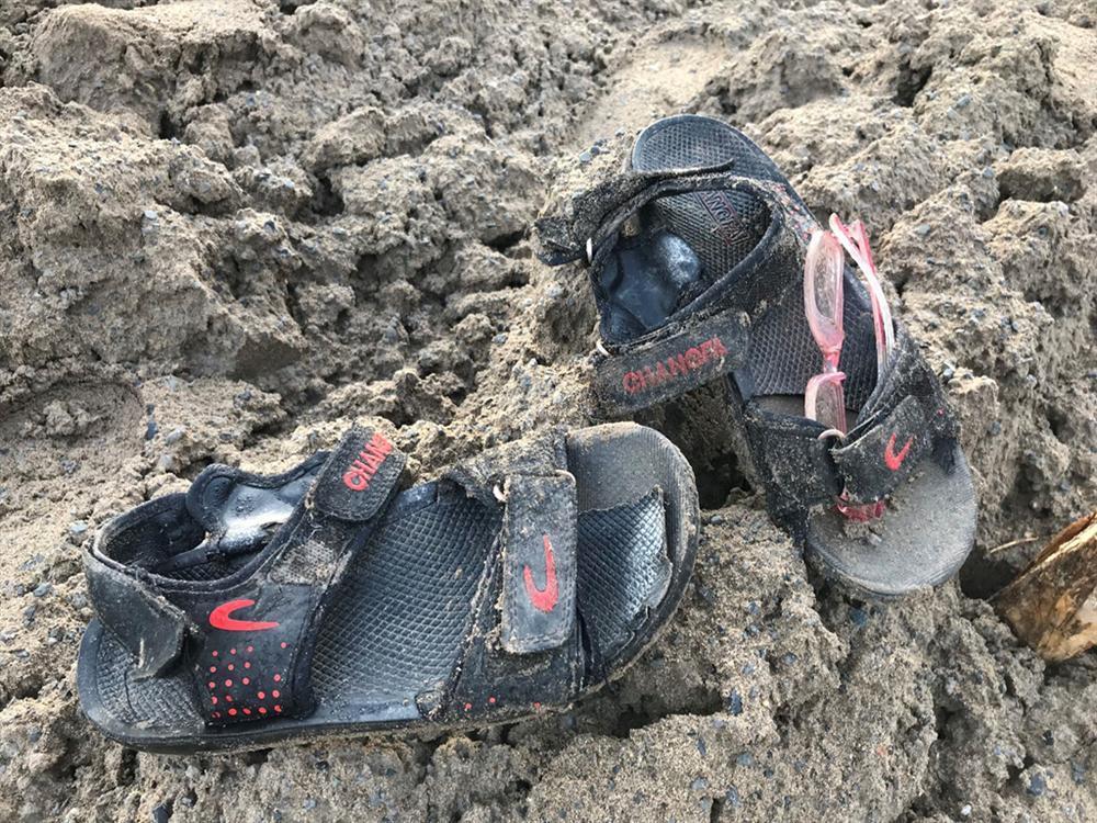 Vụ bé trai tử vong do điện giật: Đôi giày mới và nước mắt người mẹ-1