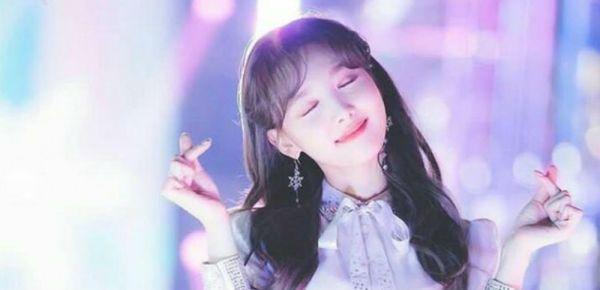 Phản ứng đáng yêu của Nayeon TWICE khiến các fan hâm mộ thích thú-1